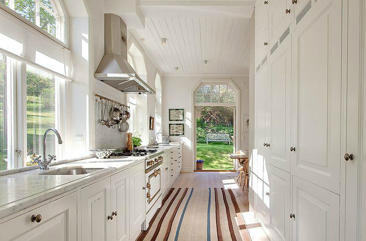 47 Best Galley Kitchen Designs