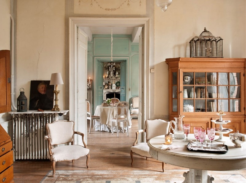 French Romance Through A Poetic Setting Of Antiques And