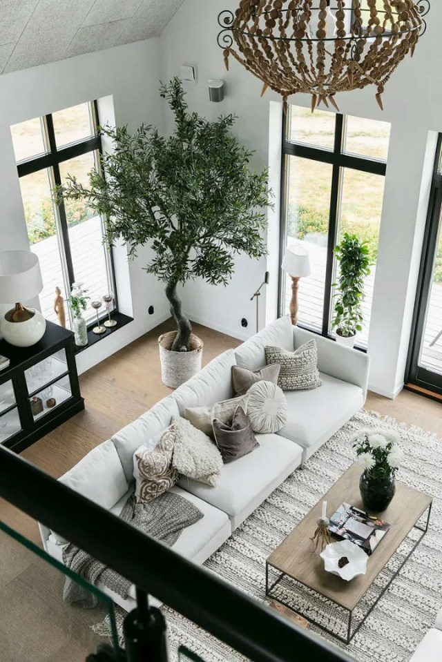 You' ll Love This Fascinating High Ceiling Home | Decoholic