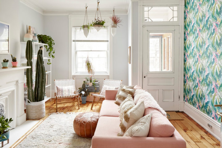 small living room with pink sofa and green leaves wallpaper