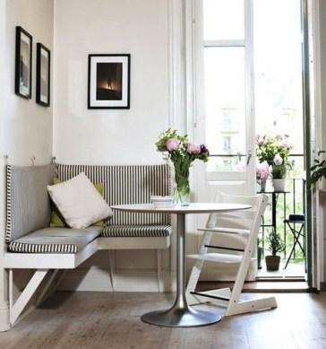De lineas contemporáneas y una paleta de colores frías se busco generar un contraste en este espacio de principios de siglo XX.