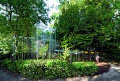 Invernaderos del pabellón japonés de la Bienal de Arquitectura de Venecia en 2008, diseñados por el arquitecto nipón Junya Ishigami, quien ganaría el León de Oro en la posterior edición de la bienal (2010). IWAN BAAN