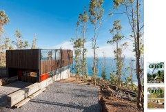 Mandakovic House, proyecto del estudio WMR en Los Arcos (Chile), y portadas de los dos volúmenes de '100 Contemporary Green Buildings', de la editorial Taschen. SERGIO PIRRONE