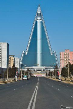 8. Ryugyong Hotel (Pyongyang, Corea del Norte)