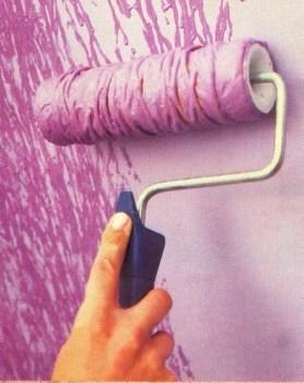 Con hilo sobre un rodillo le damos una textura especial a las paredes