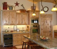 Rustic decorating above kitchen cabinets | Decolover.net