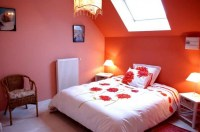 Decorating ideas for small bedrooms with orange wall color ...