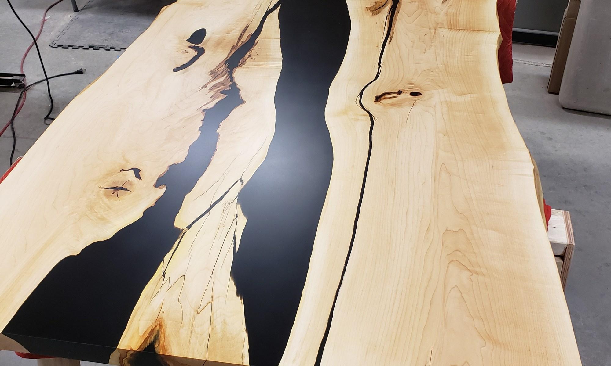 River table noir et bois travail artisanal