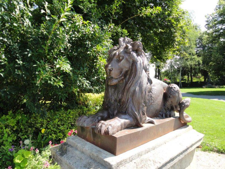 Statue de lion (10 idées d'ornements)