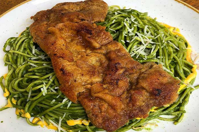 cómo preparar tallarines verdes con pollo