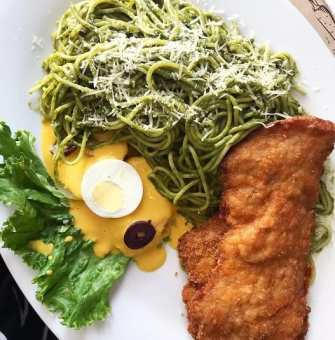tallarines verdes con pollo