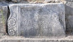 Part of the sarcofagus of Lucius Artorius Castus with inscription. Originally found as a part of the wall of the St Martin Church in Podstrana, Croatia, Photo credit ... https://www.petrus.sk/core/blog/ ...