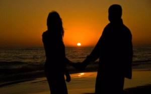 seashore-couple