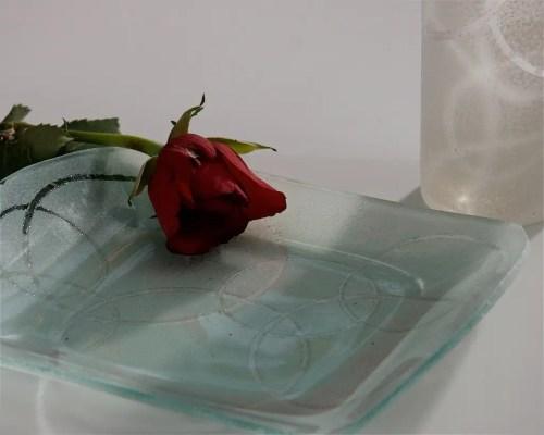 Váza a rózsának, tányér a nassolni valóknak – tuti tippek 9 DIY