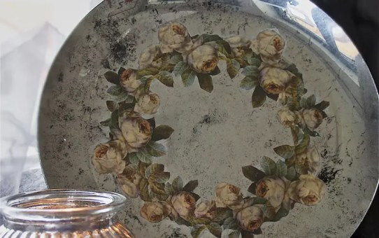 Rózsás tál tükör permetfestékkel DIY