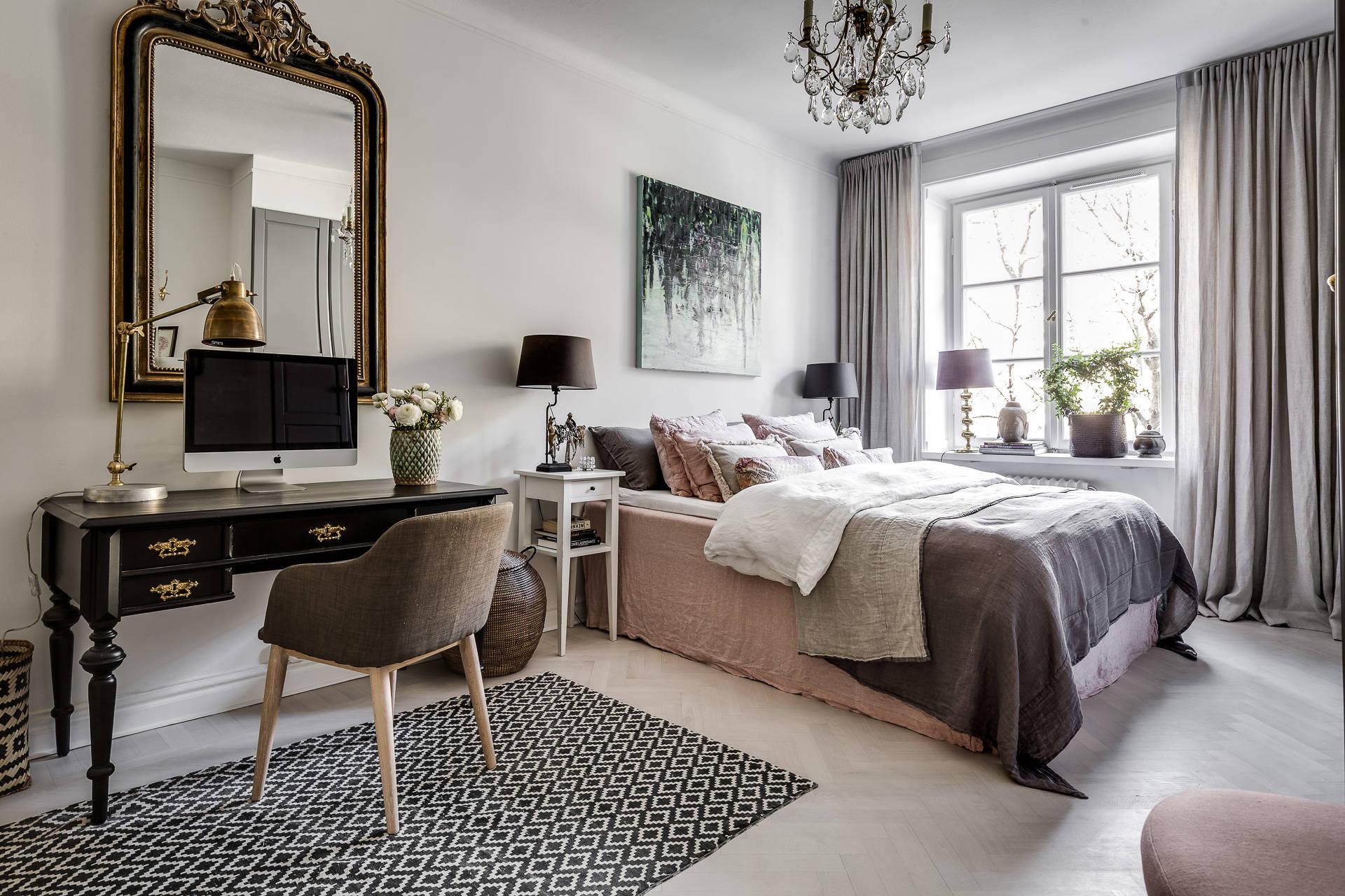 спальня кровать зеркало консоль кресло
