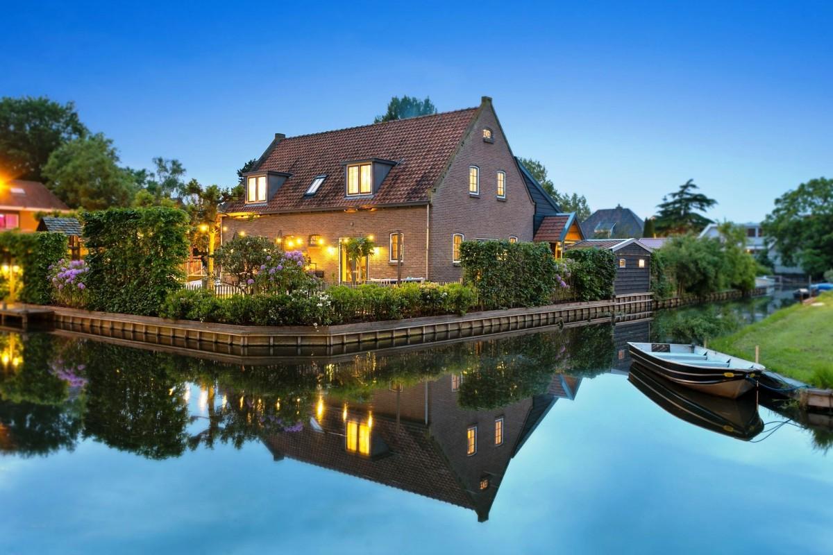 дом у воды