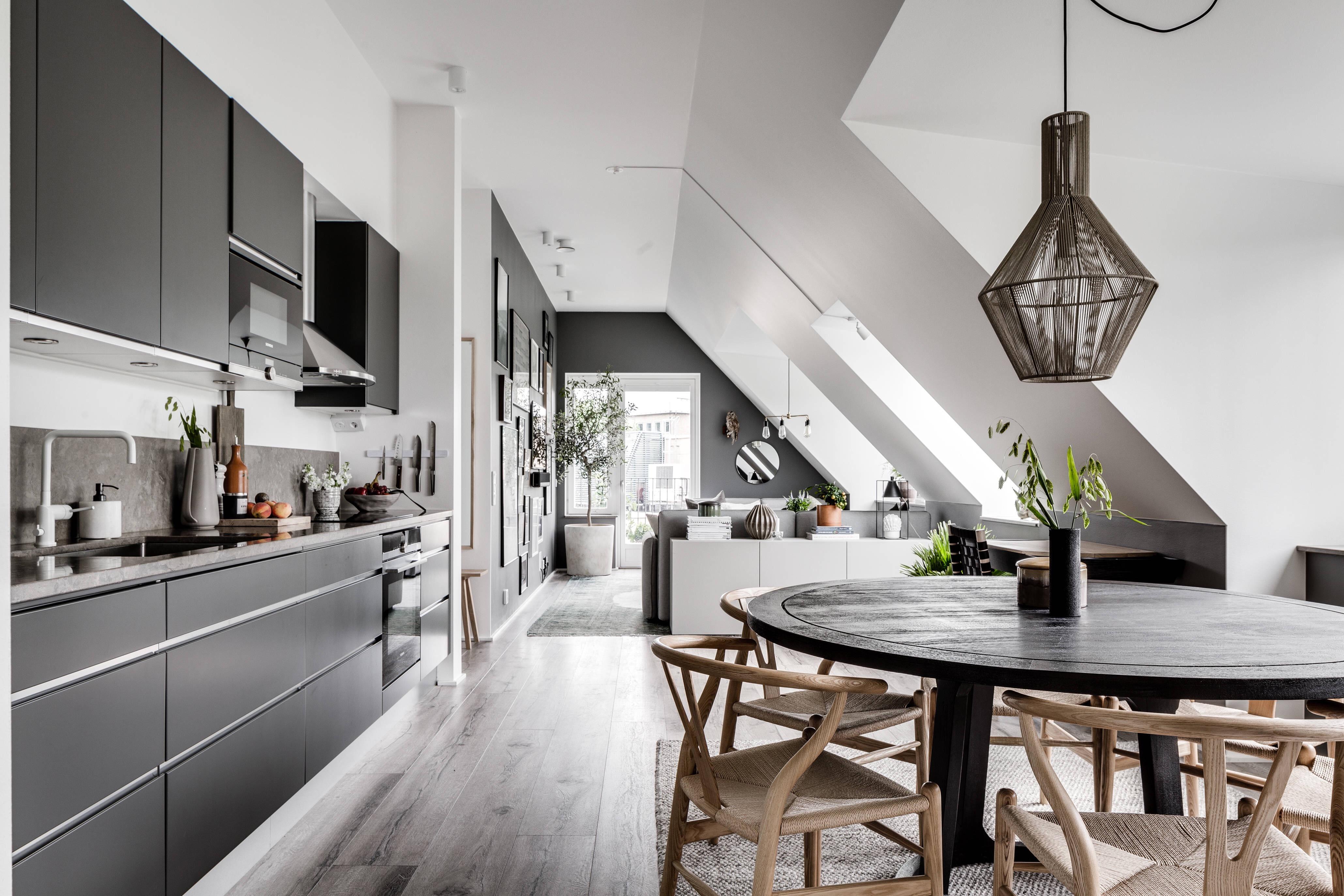 кухня столовая гостиная мансарда