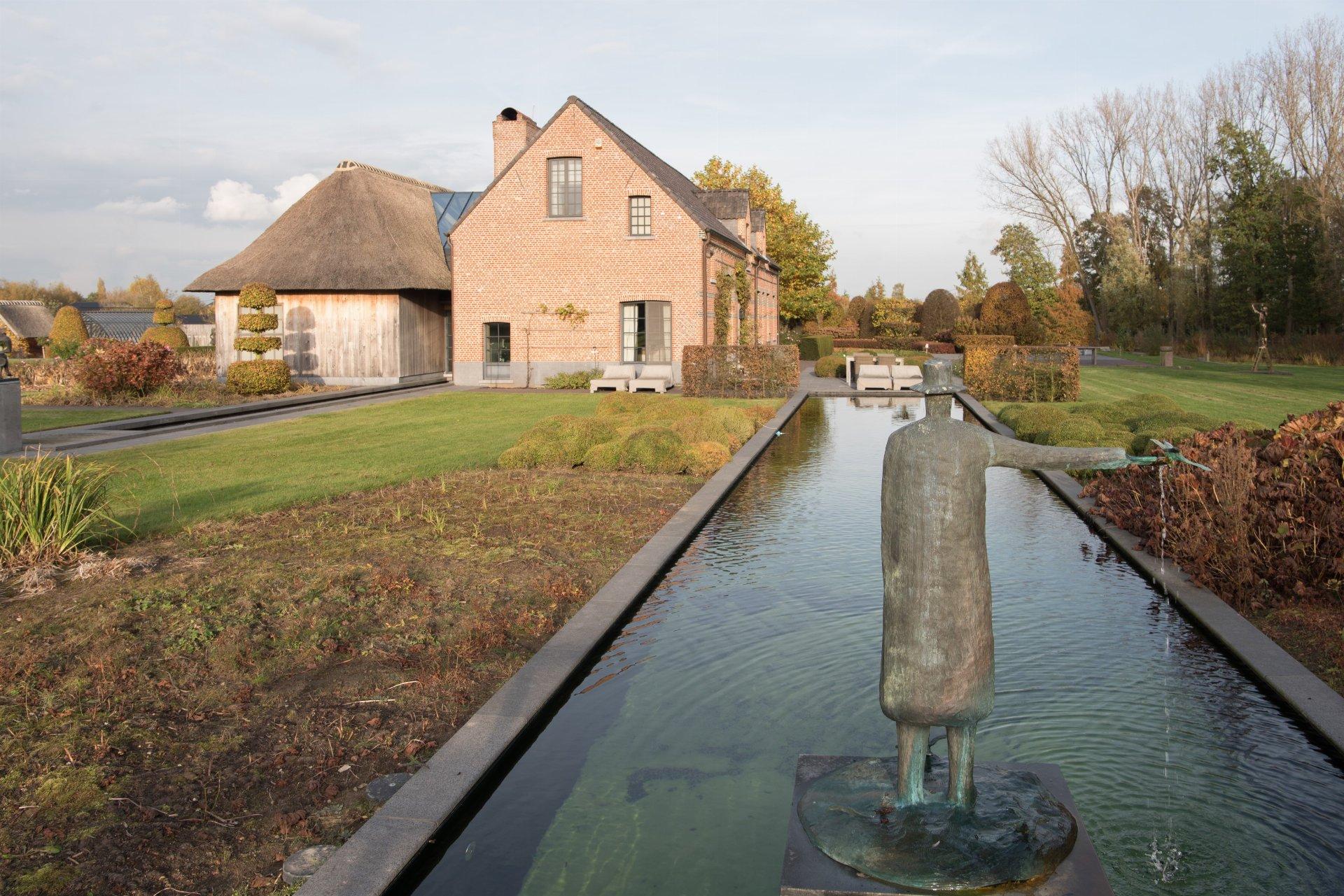 водоем на участке скульптура