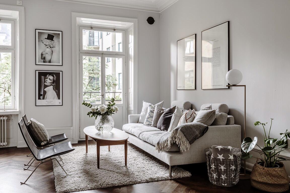 диван столик подушки