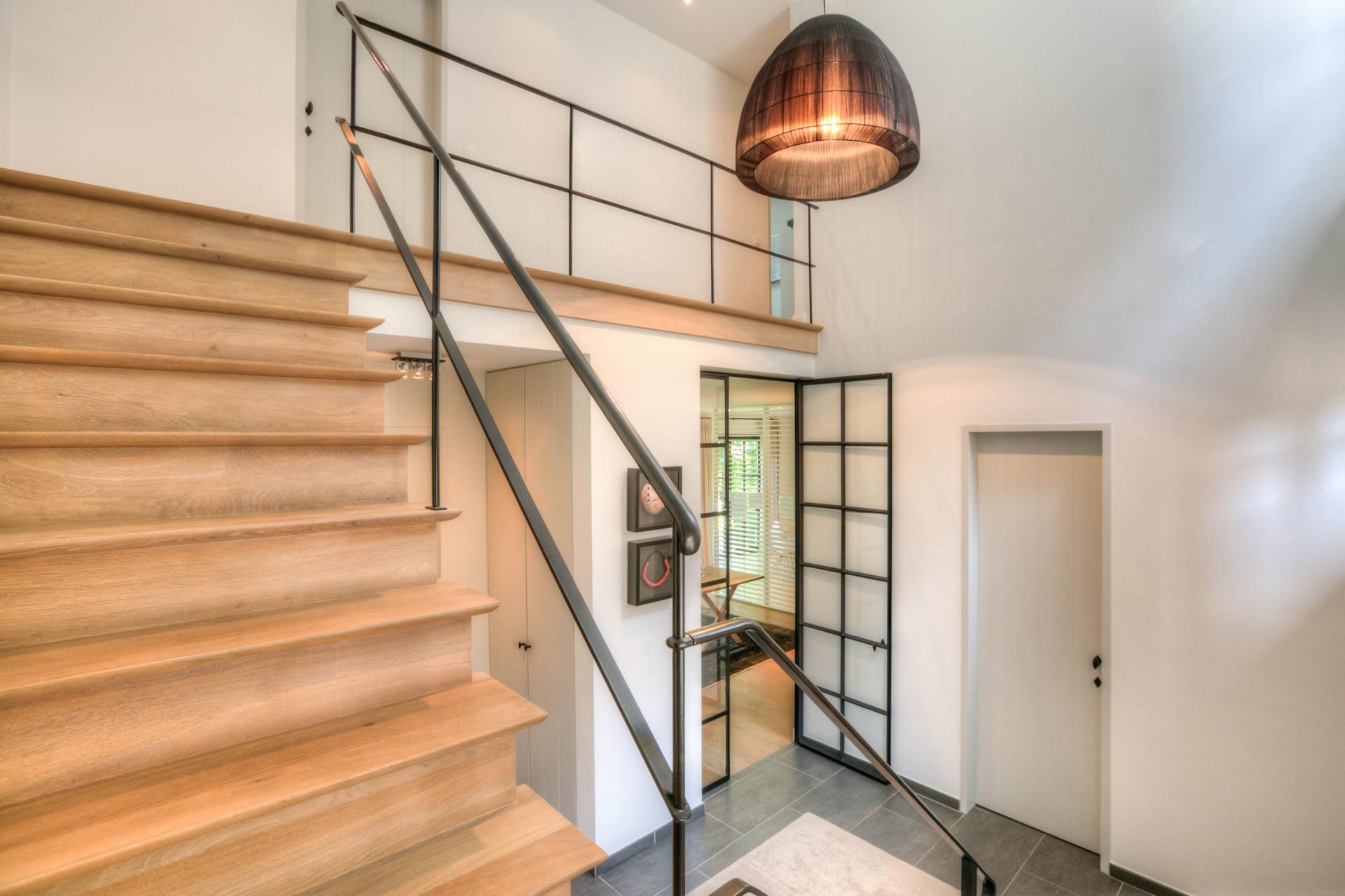лестница дерево металл