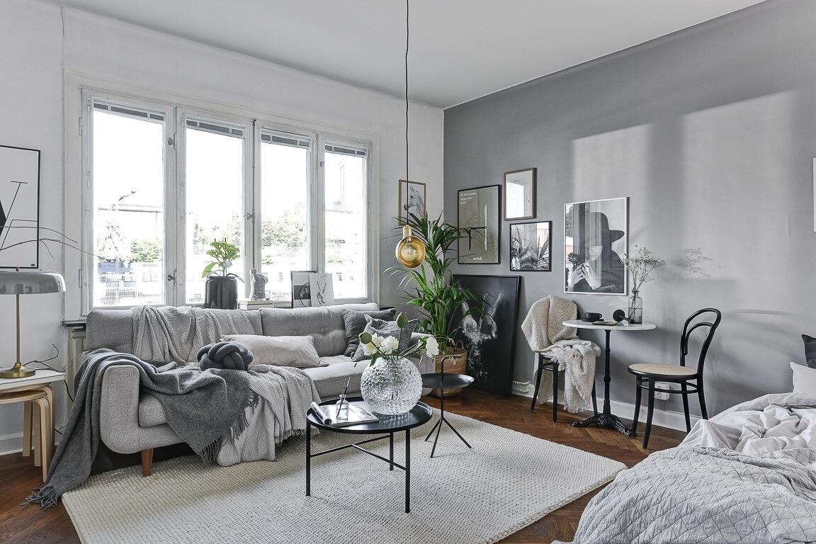комната окно диван картины