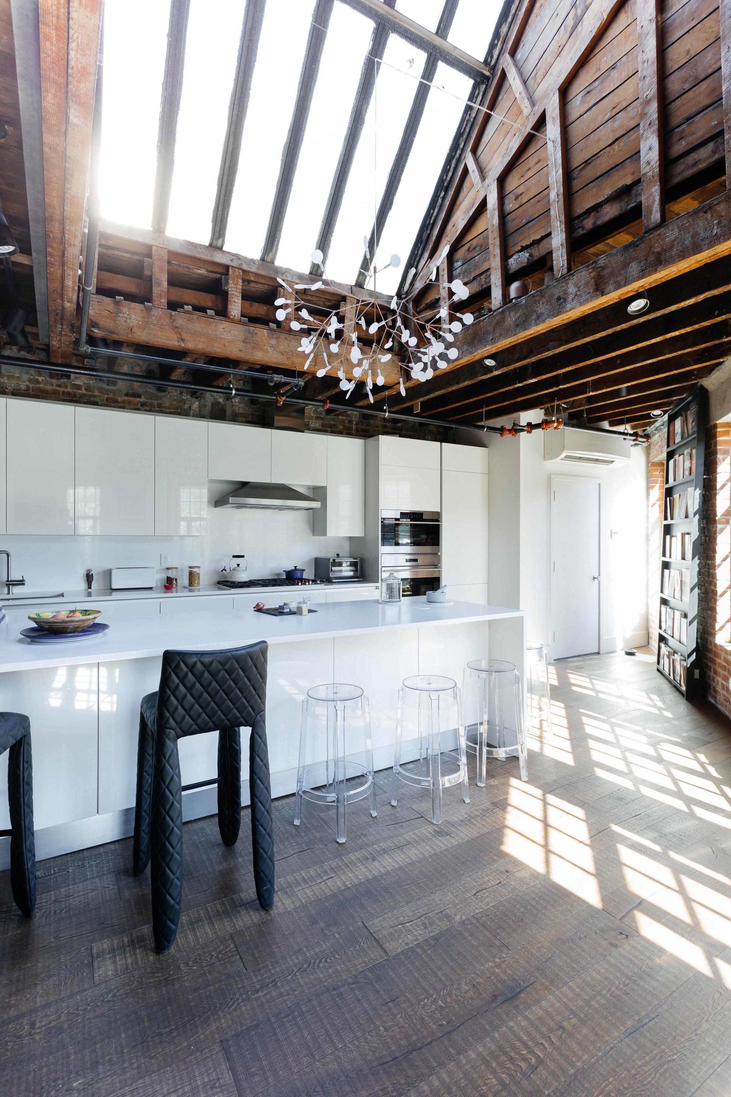 высокий потолок остекление кухня вытяжка остров