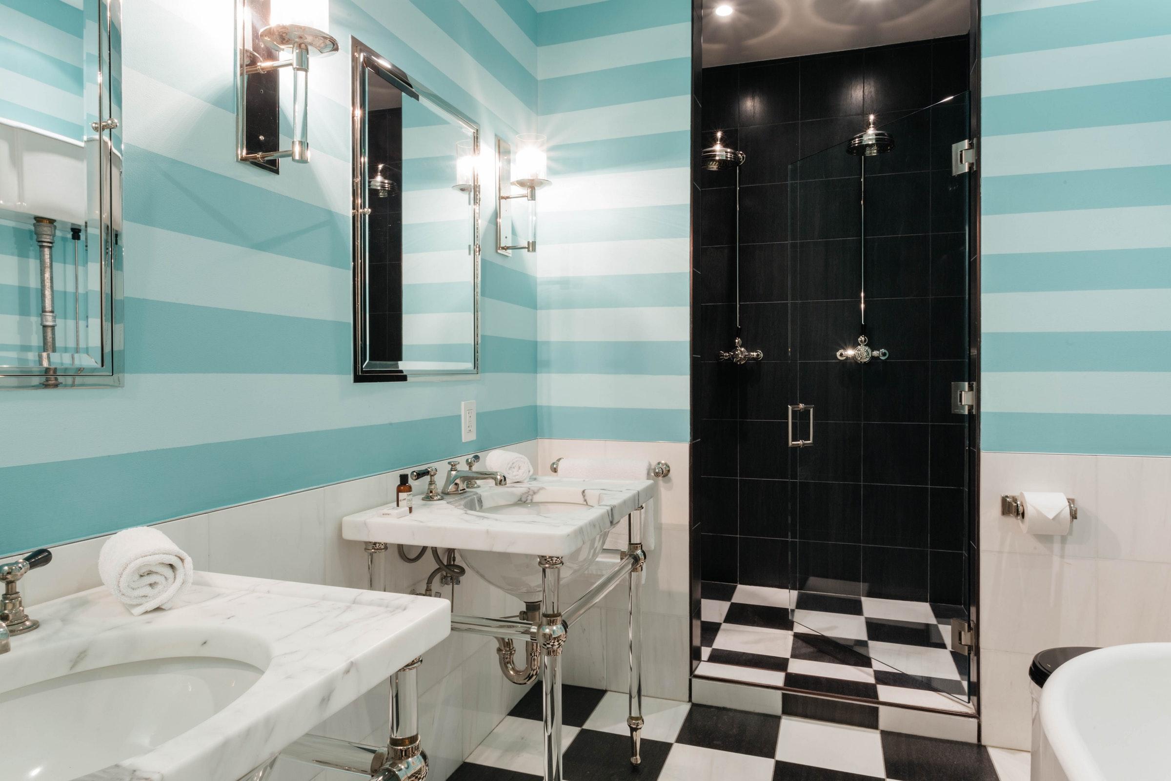 ванная комната душ раковина зеркало