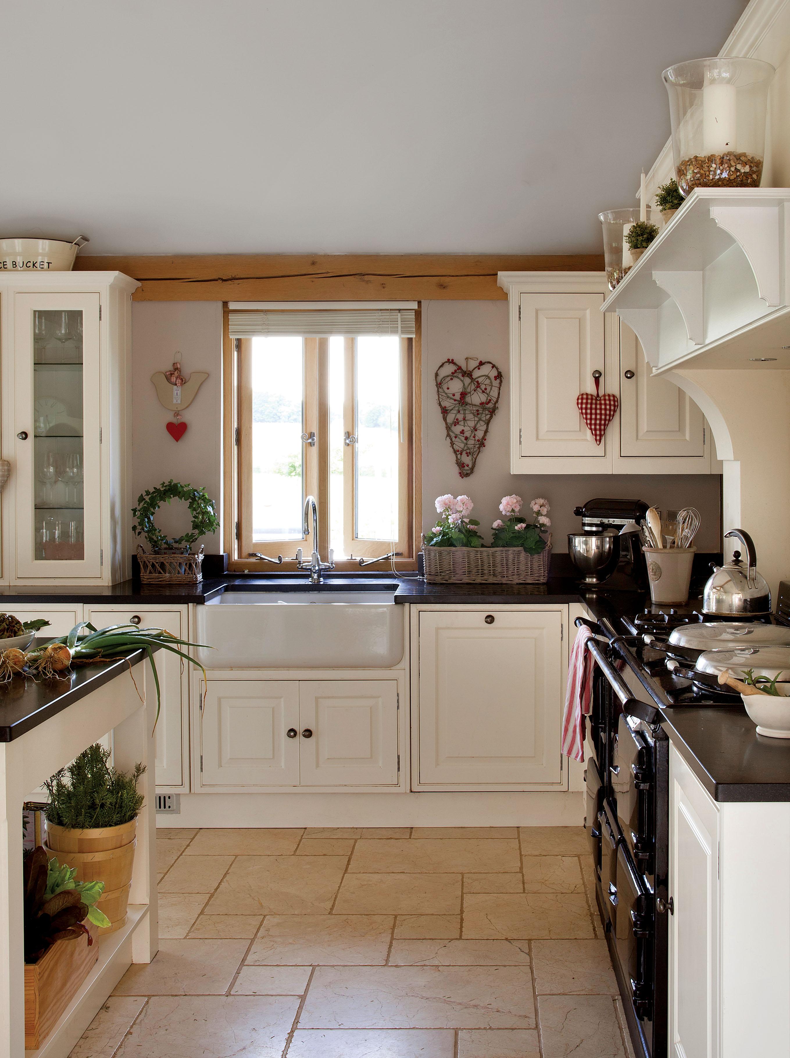 белая кухня полки накладная мойка окно