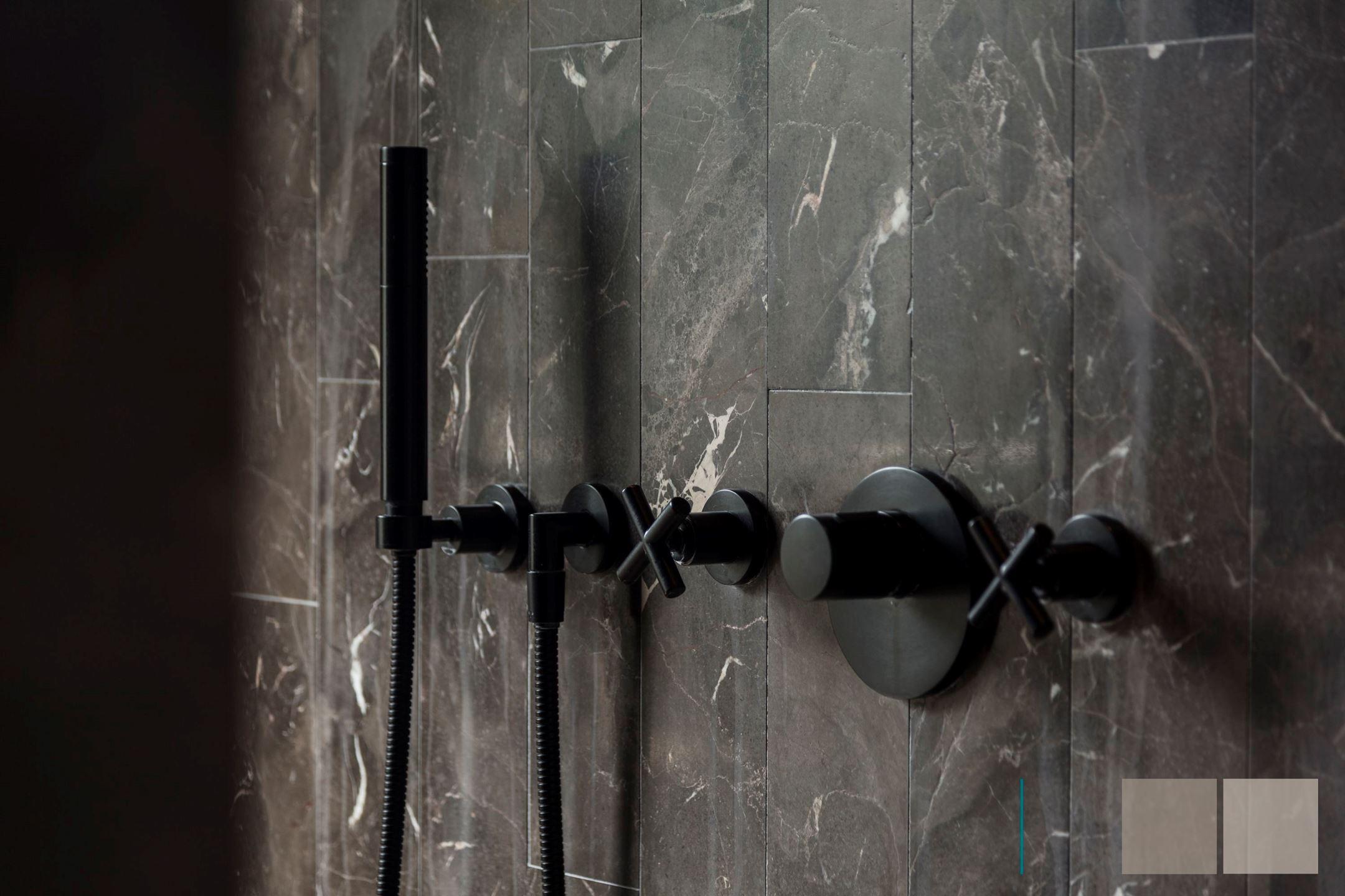 душ смеситель плитка мрамор