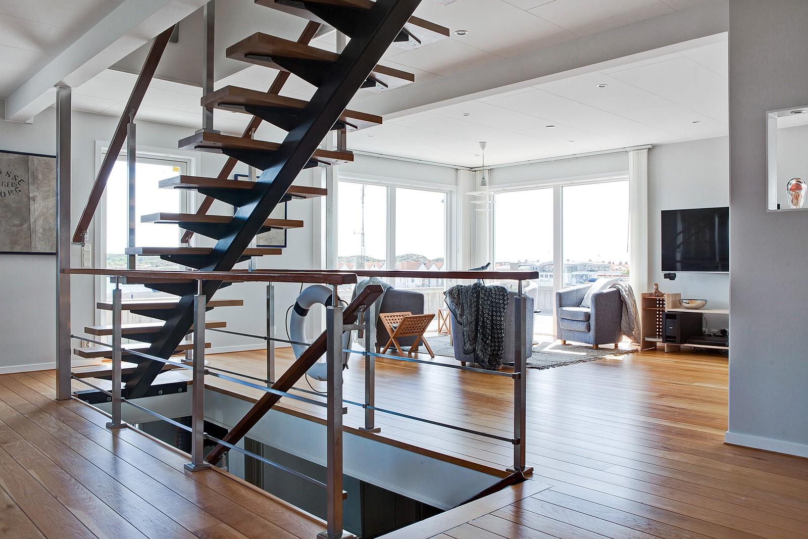 гостиная панорамные окна лестница