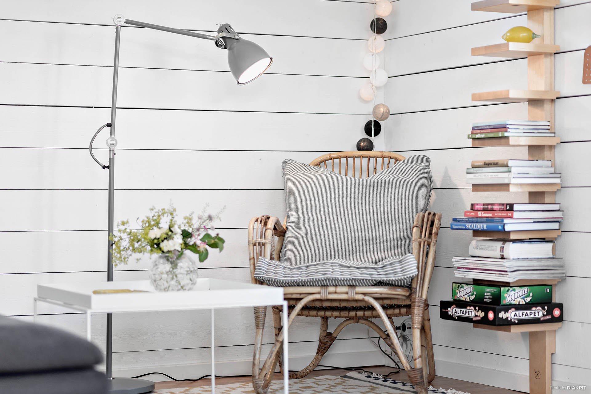 полки тайская гирлянда кресло столик лампа