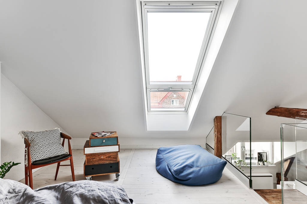 мансарда окно спальня