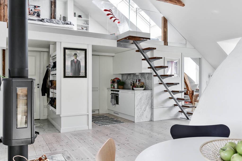 двухуровневая квартира высокий потолок лестница