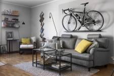 гостиная диван кресло столики велосипед
