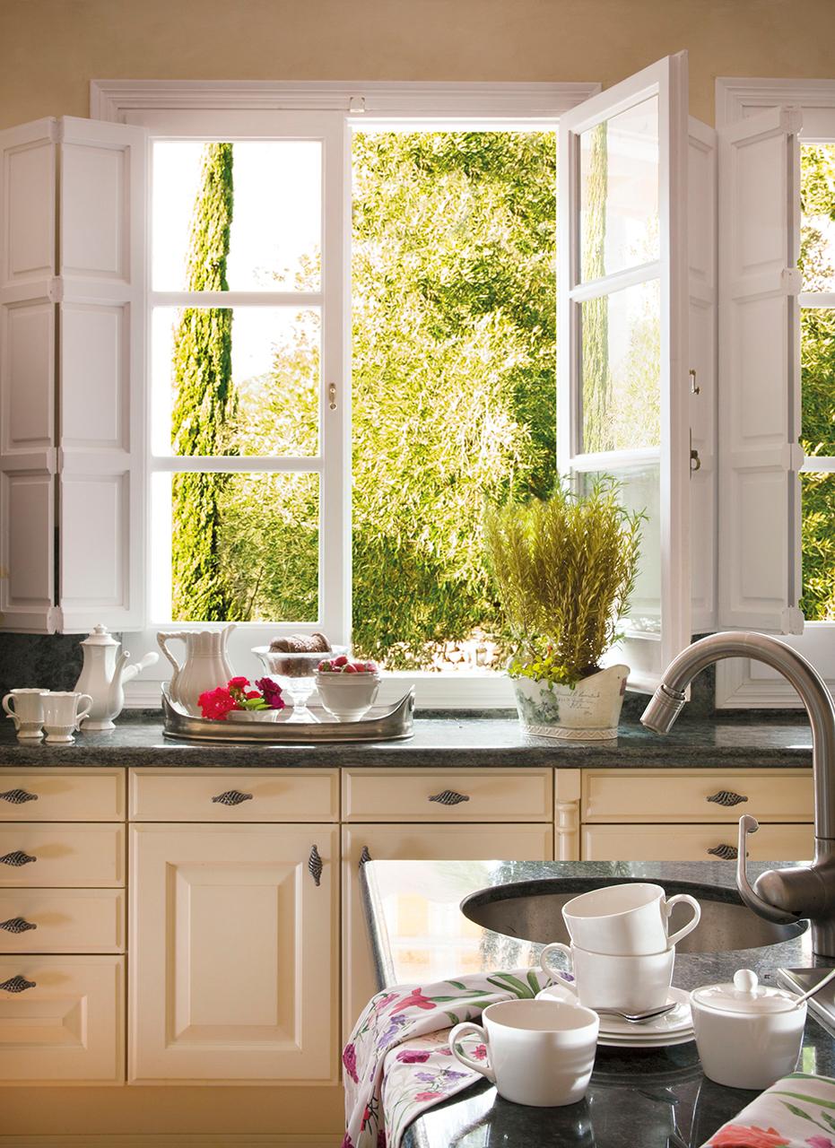 кухня окно посуда столешница мойка смеситель