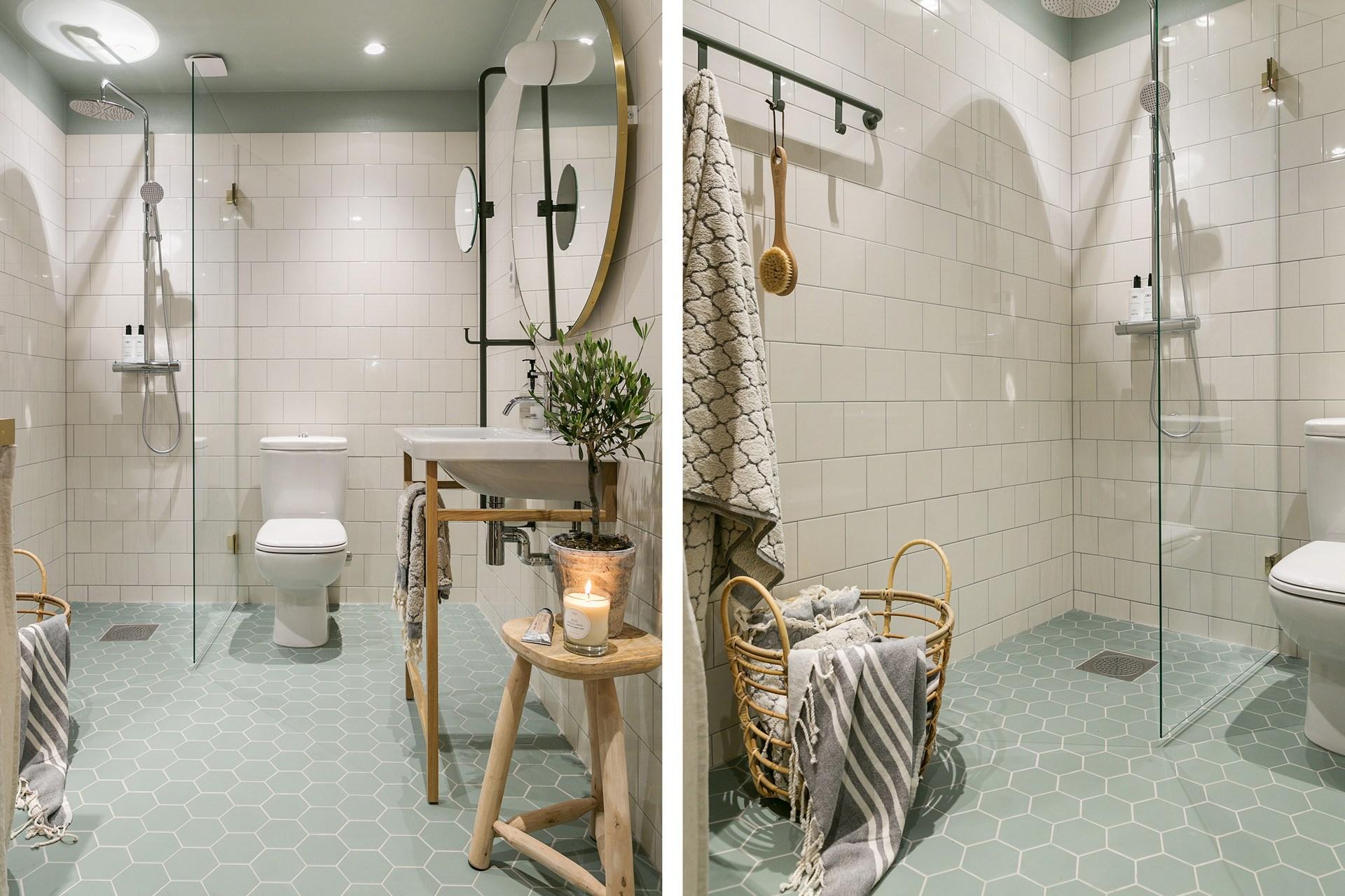санузел душ раковина зеркало плитка корзина стул