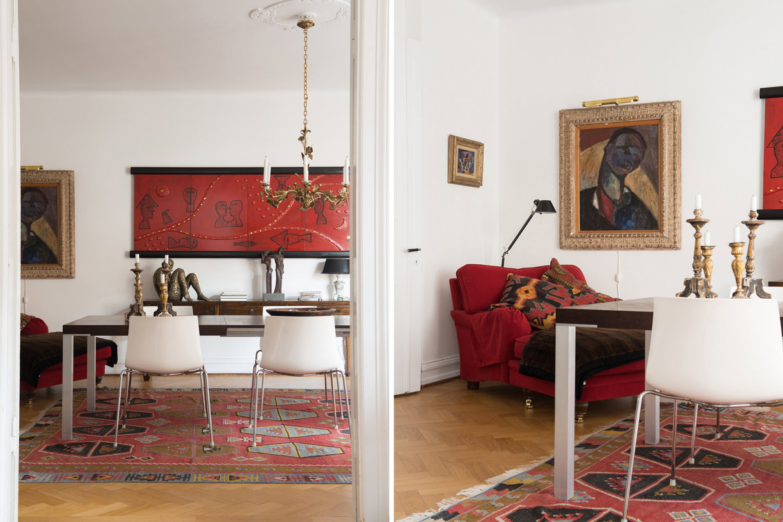 обеденный стол стулья лампа над столом