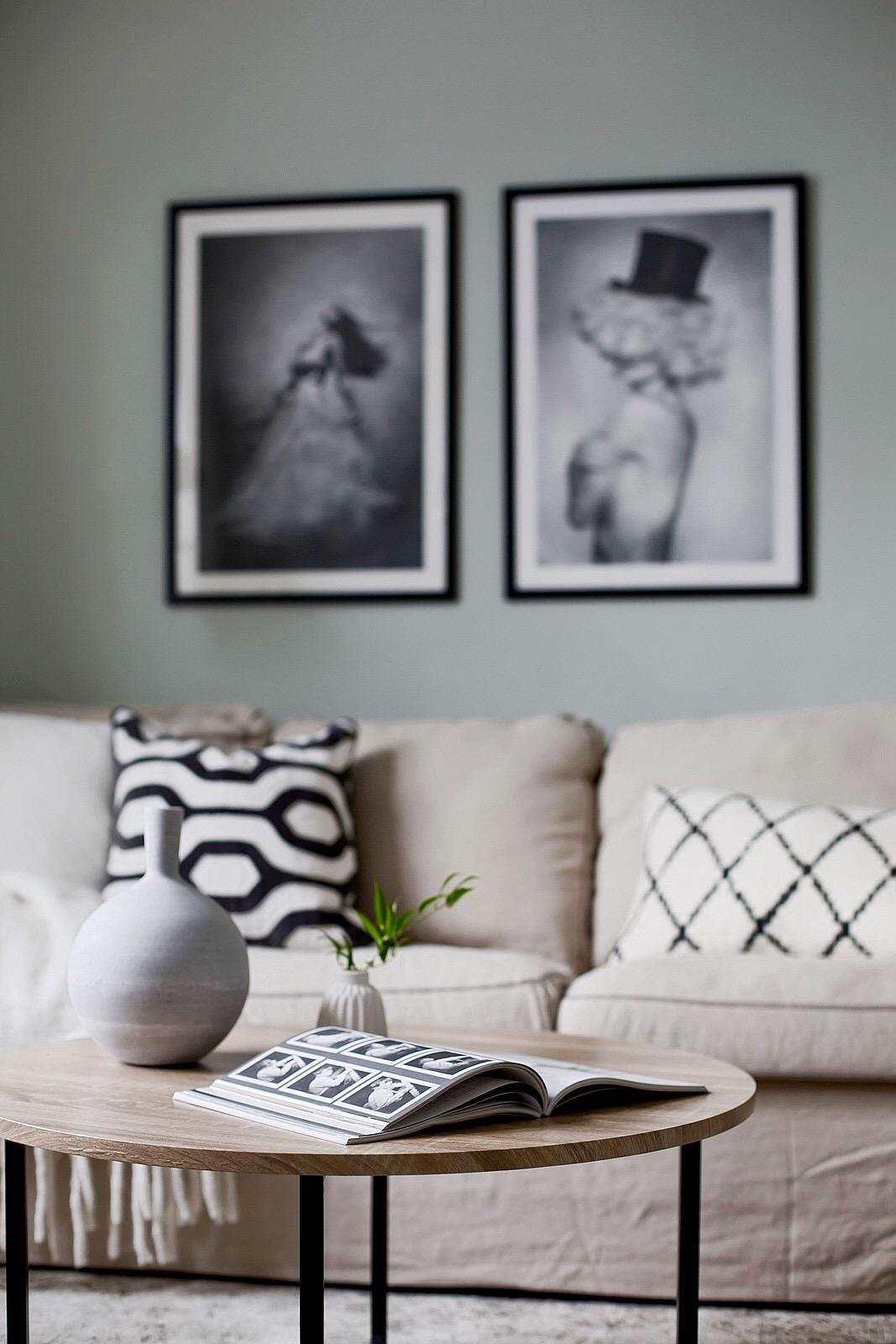 диван подушки картины