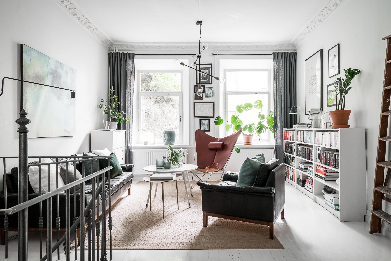 гостиная кресла стеллаж книги картины диван
