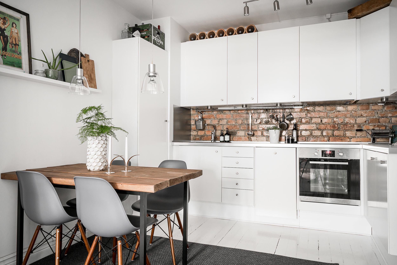 кухня стол стулья плита встроенная вытяжка