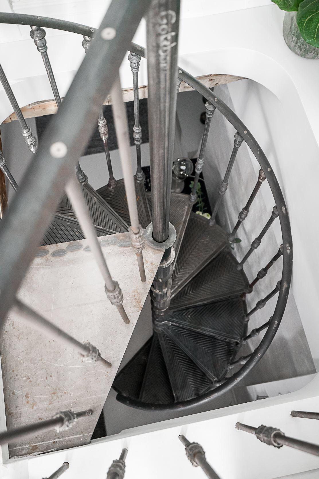 винтовая лестница металл