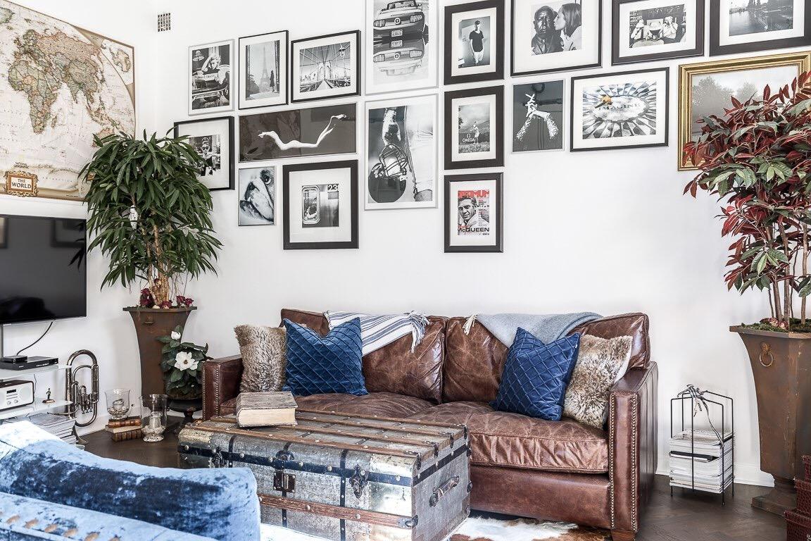 диван сундук картины подушки комнатное дерево