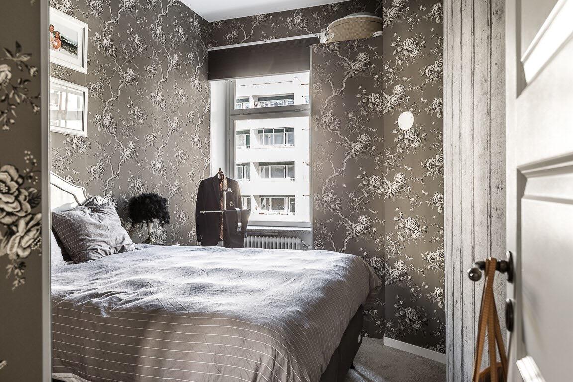 спальня кровать окно