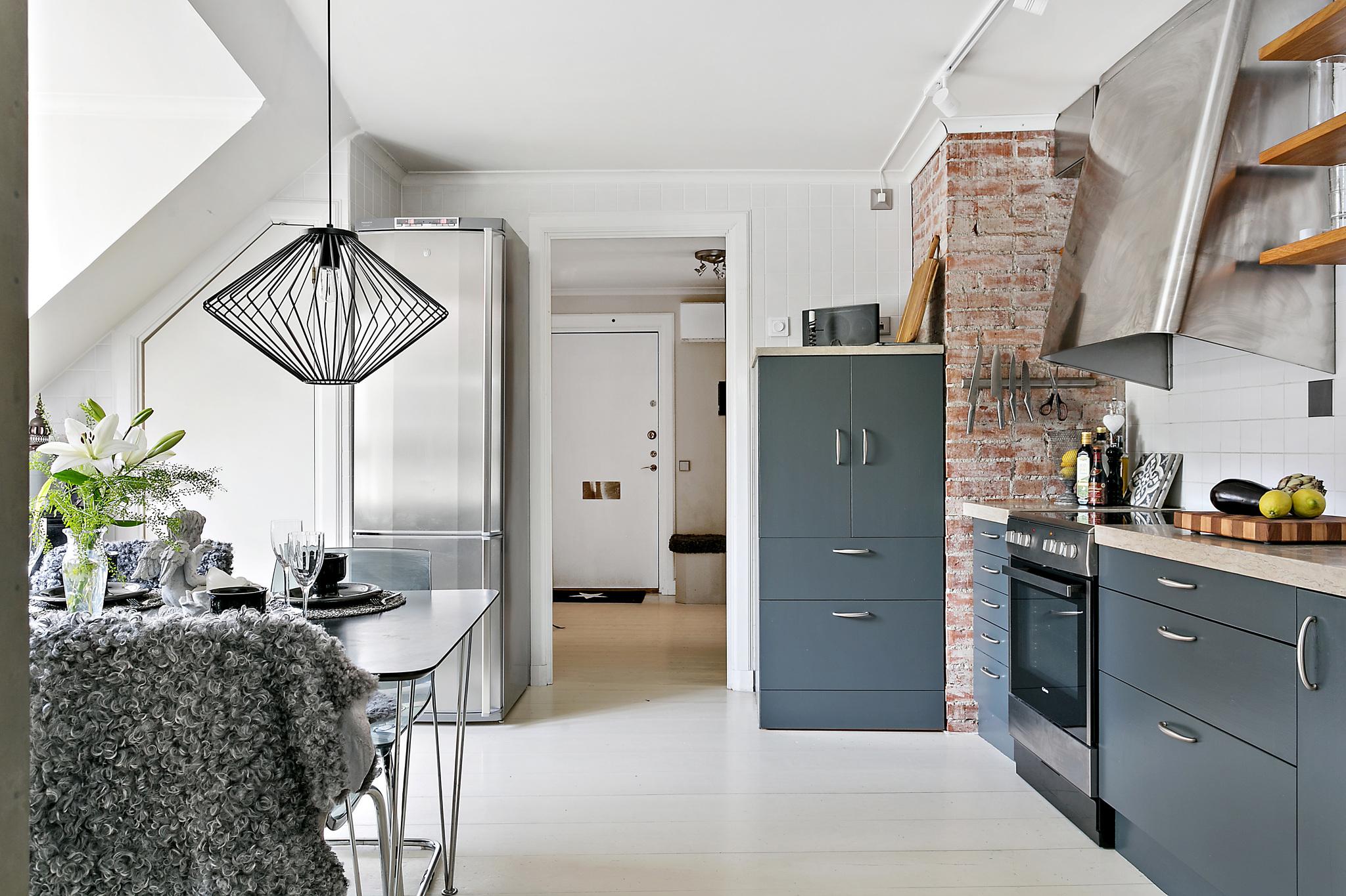 кухня кирпич холодильник ман