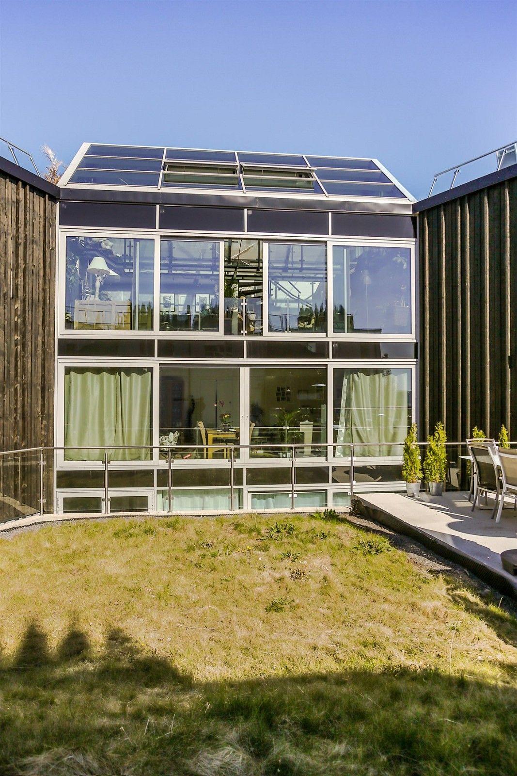 фасад загородного дома панорамное остекление