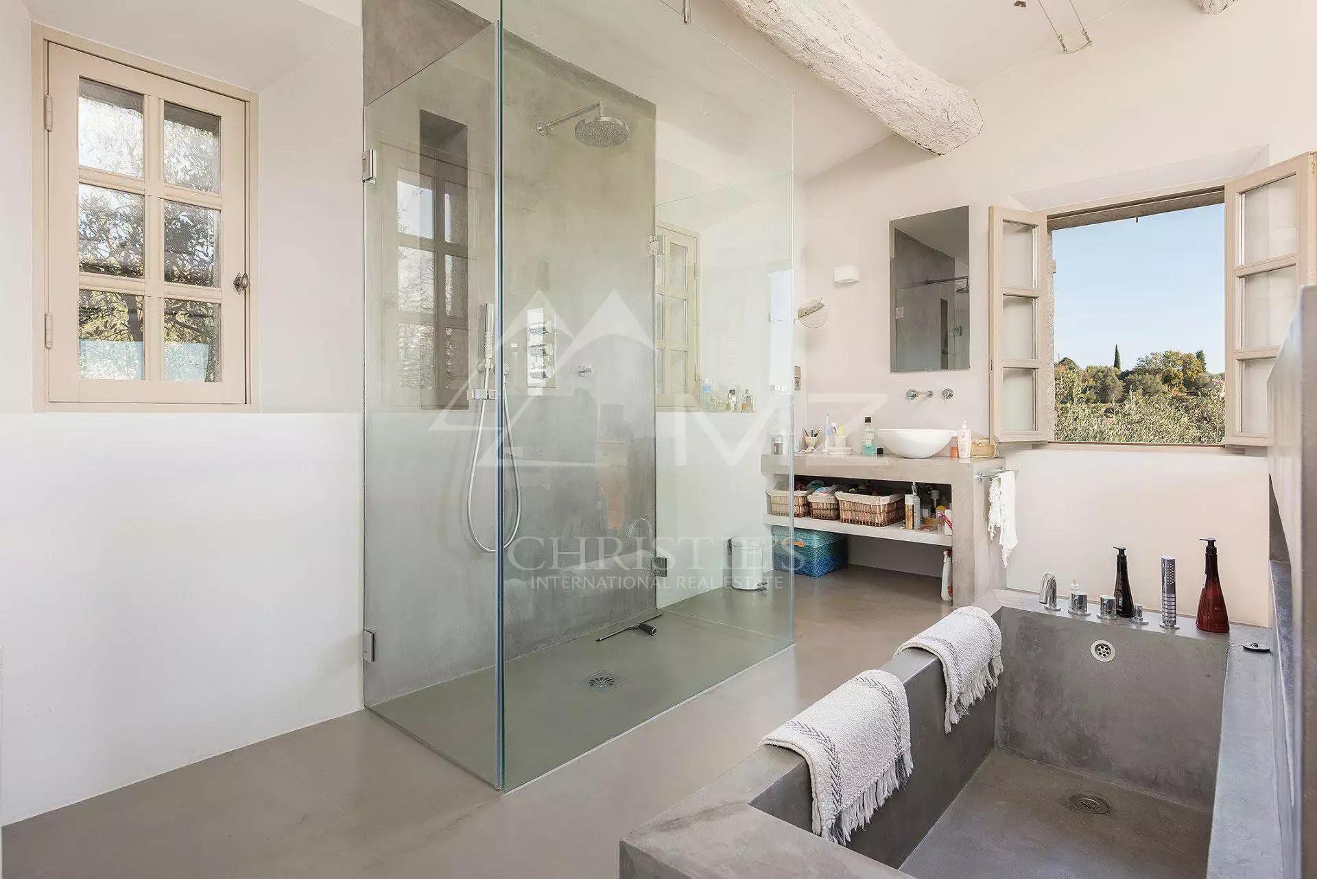 душевая ванна бетон