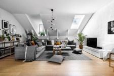 гостиная мансарда окна мягкая мебель телевизор