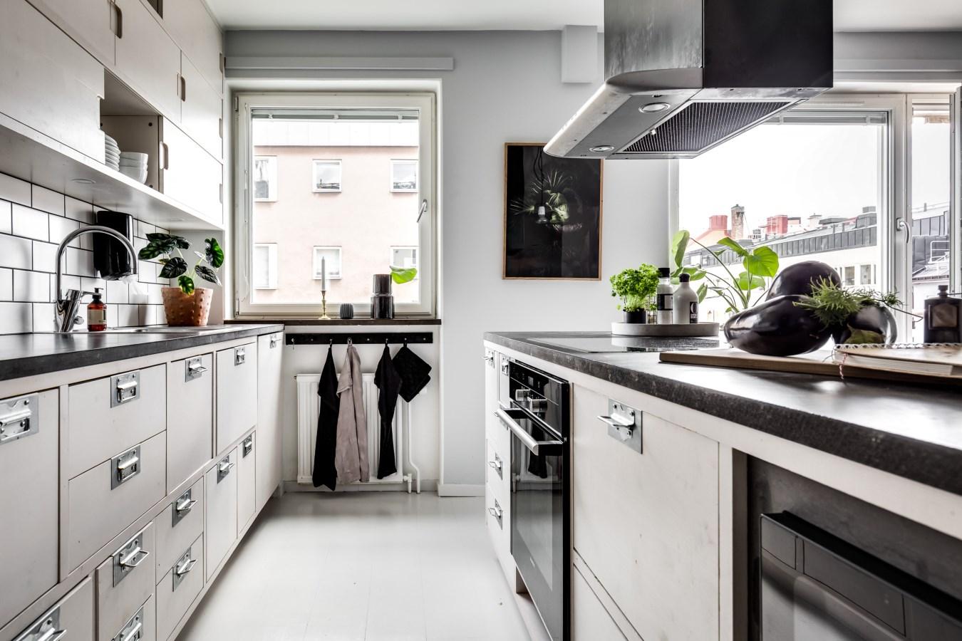 кухня столешница плита вытяжка