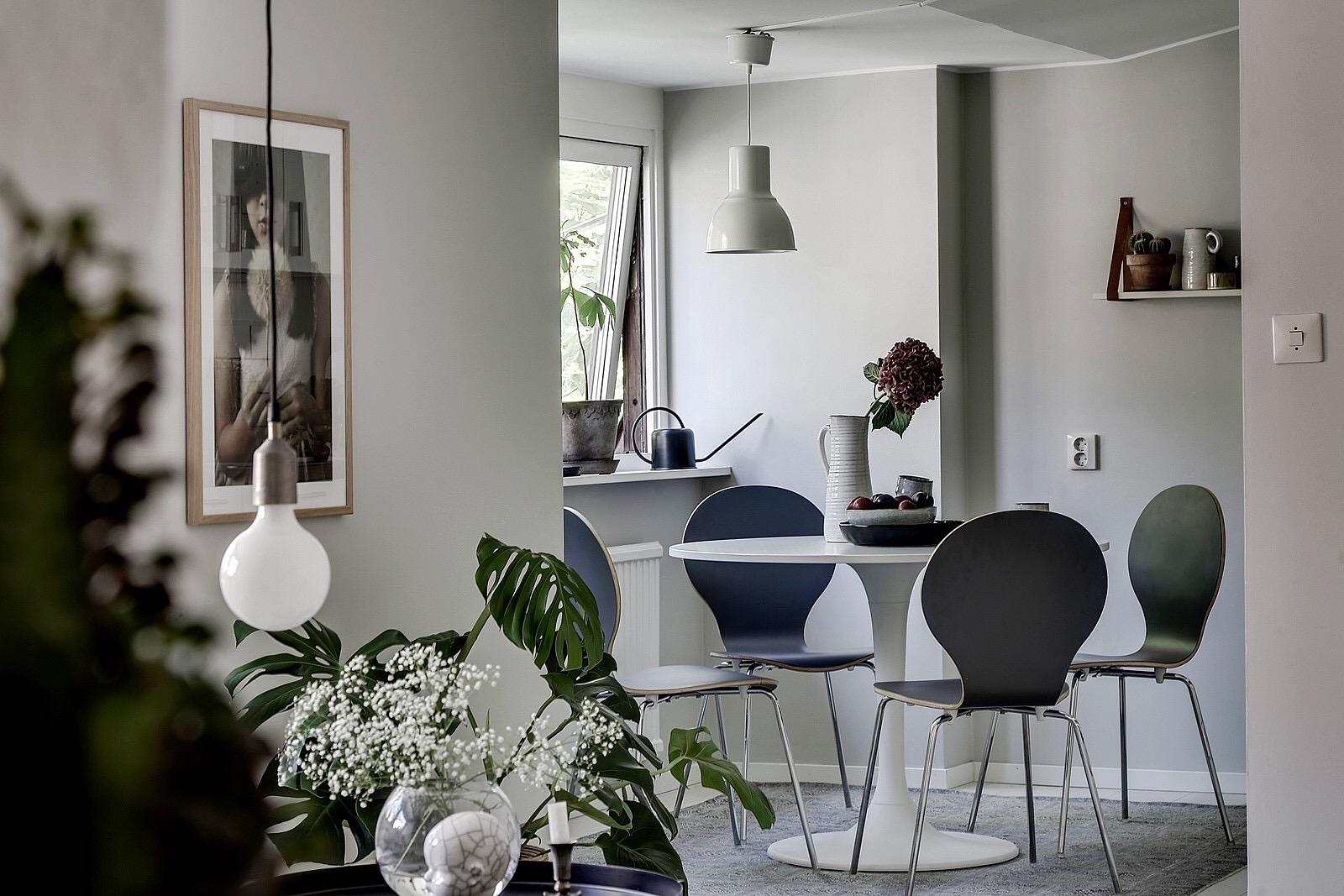 гостиная кухня стол стулья лампа